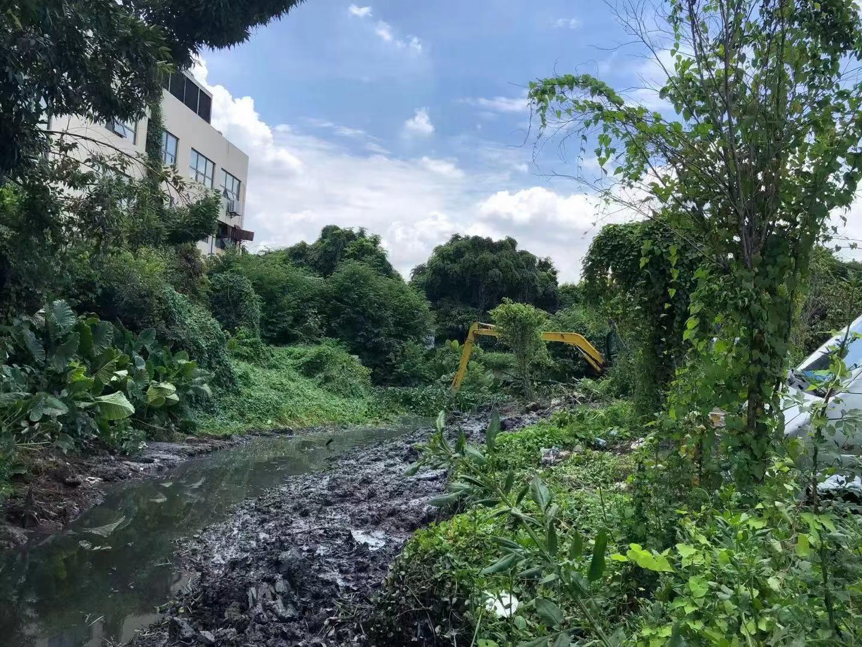 广州番禺区河涌河道清淤治理现场